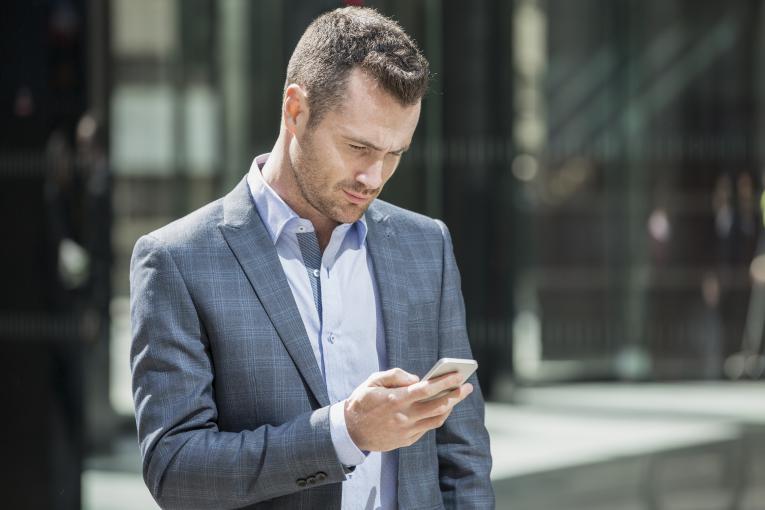 Telefonia mobile, quanto spendono gli italiani?